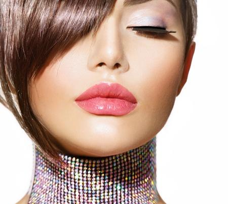 mode: Frisyr Skönhet modell flicka porträtt med perfekt makeup