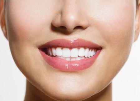 웃는 젊은 여자 화이트닝 건강한 미소 치아 스톡 콘텐츠