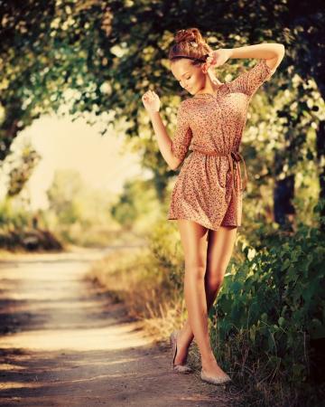 moda: Romántico de la belleza al aire libre Chica Modelo adolescente hermoso