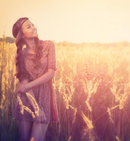 Beauty Girl Outdoor  Teenage Model Girl Posing in Sun Light  Imagens