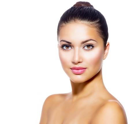 gezicht: Mooi gezicht van jonge vrouw met schone huid