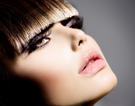 Fringe Fashion Model Girl With Trendy Hairstyle and Makeup Imagens