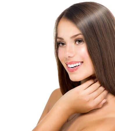 mujer bonita: Modelo adolescente muchacha hermosa tocar su piel fresca y limpia