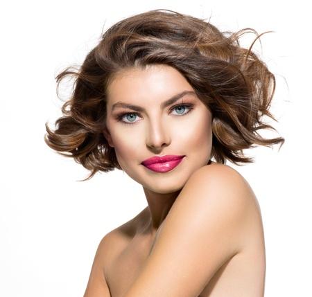 peluquerias: Belleza mujer joven retrato sobre fondo blanco