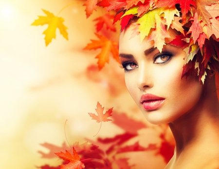 beautiful skin: Autumn Woman Portrait  Beauty Fashion Model Girl