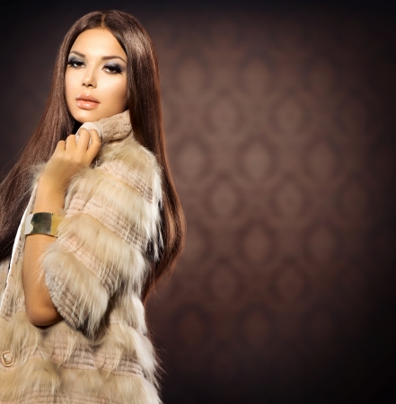 fox fur: Beauty Fashion Model Girl in Fox Fur Coat