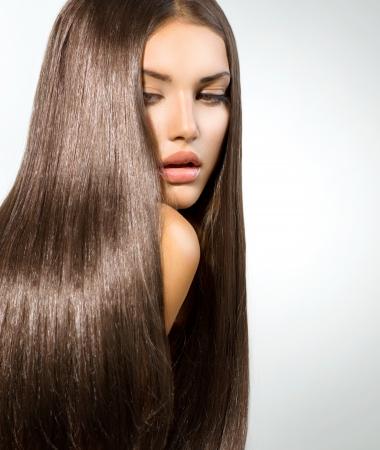 capelli dritti: Lunghi sani capelli lisci Modello Brunette Girl Portrait