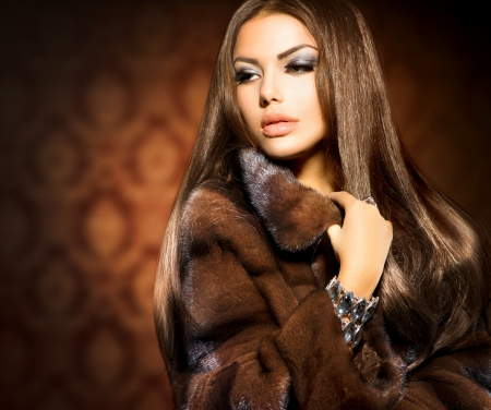 Beauty Fashion Model Girl in Mink Fur Coat Banco de Imagens