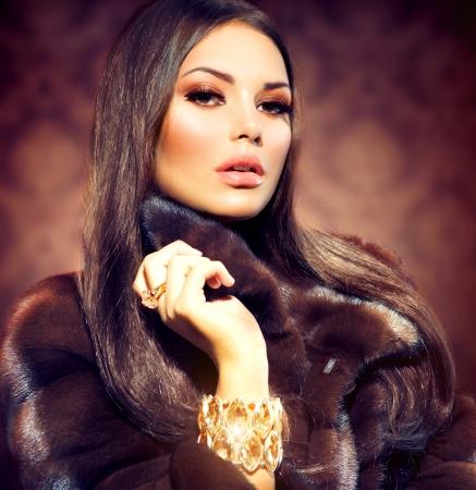 Beauty Fashion Model Meisje in Mink Fur Coat