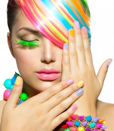 falso: Muchacha de la belleza del retrato con maquillaje colorido, Cabello y Accesorios