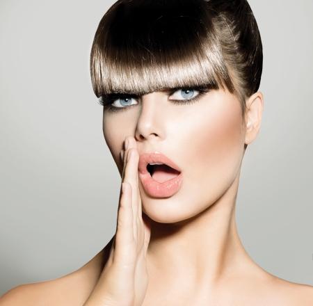 gossip: Fringe Fashion Model Meisje Met Trendy Kapsel Vogue Style
