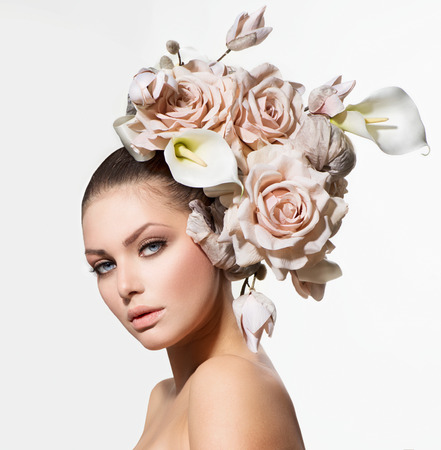 colores pastel: Fashion Beauty Girl with Flowers Bride Cabello Peinado Creativo