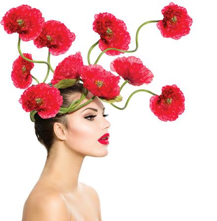 Schönheit Mode Modell Frau mit Red Poppy Blumen in ihrem Haar