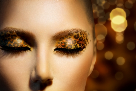 moda: Modelo Fashion Beauty Girl con Holiday leopardo maquillaje Foto de archivo
