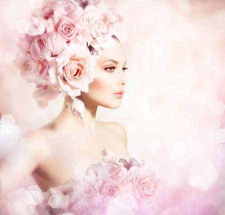 mujer con rosas: Moda Belleza Modelo Girl with Flowers Bride Hair Foto de archivo
