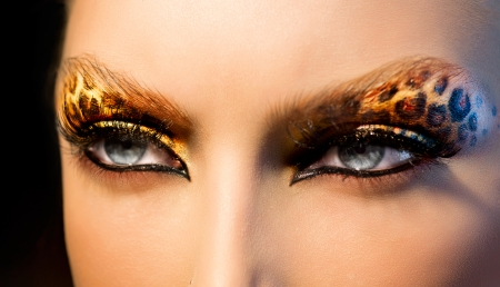 animal woman: Beauty Fashion Model Girl with Holiday Leopard Makeup