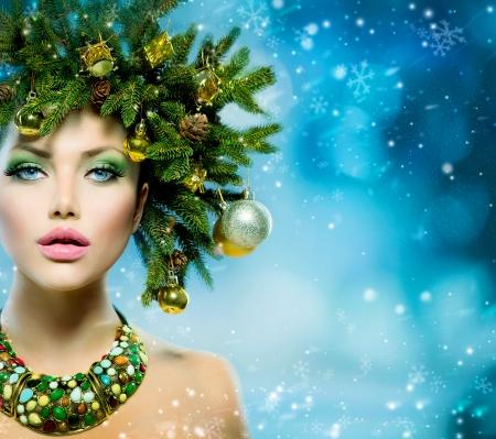 weihnachtskarten: Weihnachtsfrau Weihnachtsbaum-Feiertags-Frisur und Make-up Lizenzfreie Bilder