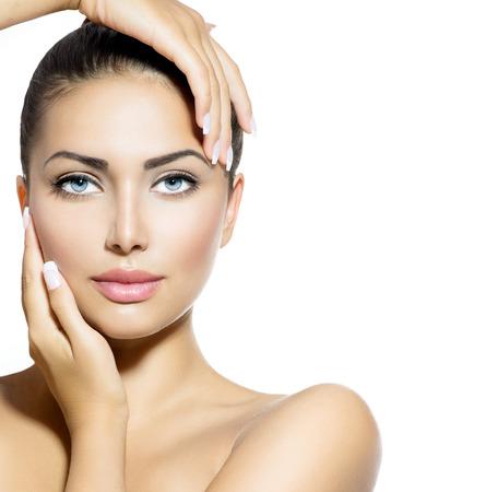 Portret van de schoonheid Mooie Spa Vrouw wat betreft haar gezicht Stockfoto - 22997364