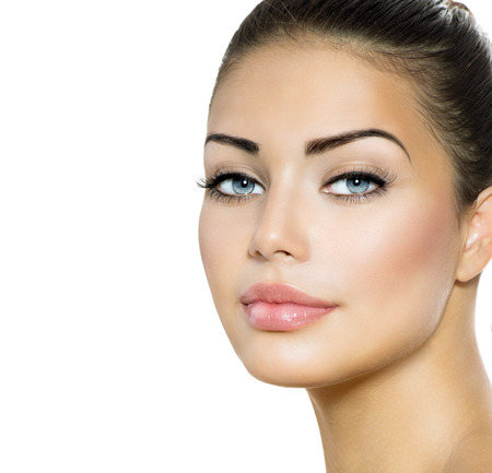 美しさの女性の肖像画美しいブルネット青い目を持つ