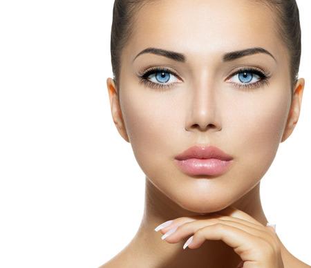 Beauty Portrait Schöne Spa Frau berührt ihr Gesicht Standard-Bild - 22997372