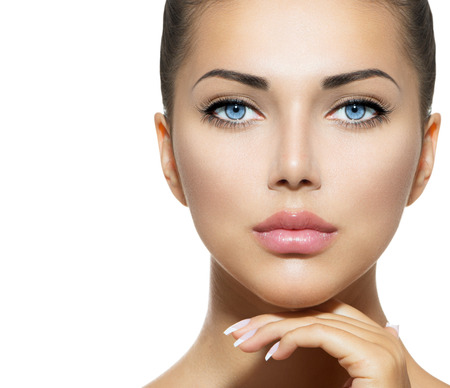 gesichter: Beauty Portrait Sch�ne Spa Frau ber�hrt ihr Gesicht