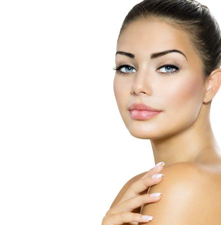 beauté: Beauty Woman Portrait belle brune avec des yeux bleus Banque d'images