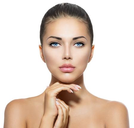 portrét: Krása portrét krásné lázeňské žena se dotkl její tváře Reklamní fotografie
