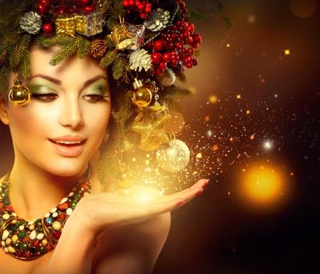 Noël Hiver Femme avec Miracle à la main Banque d'images - 23478965