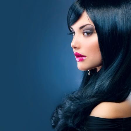 hosszú haj: Gyönyörű barna nő egészséges hosszú fekete haj Stock fotó
