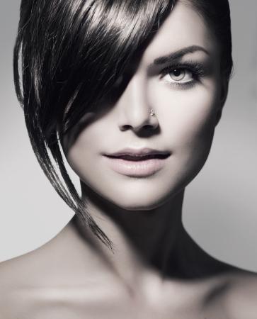 peluquerias: Elegante Fringe Adolescente con estilo de pelo corto Foto de archivo