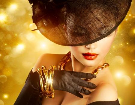 Luxueuze Vrouw over Holiday Gouden Achtergrond