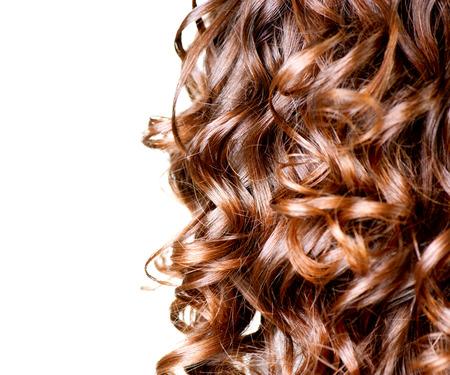 髪の白い境界線の茶色長い巻き毛に分離 写真素材
