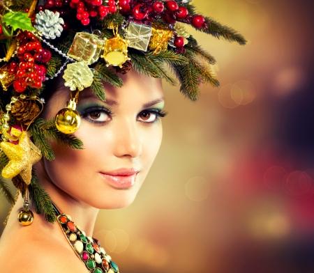 belleza: Árbol de Navidad Hermoso Peinado y maquillaje vacaciones Foto de archivo