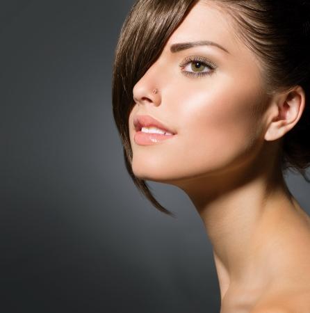 nosa: Stylowe Frędzle Nastolatka z krótką fryzurę