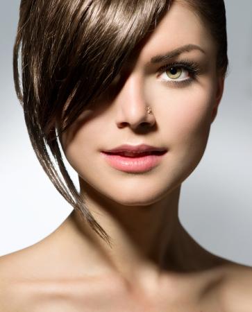 hair short: Elegante Fringe Adolescente con estilo de pelo corto Foto de archivo
