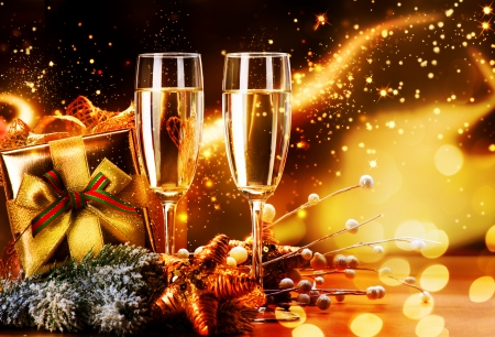 feliz: Celebración del Año Nuevo y la Navidad dos copas de champán