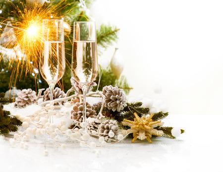 boldog karácsonyt: Christmas Scene New Year Card Design pezsgővel Stock fotó