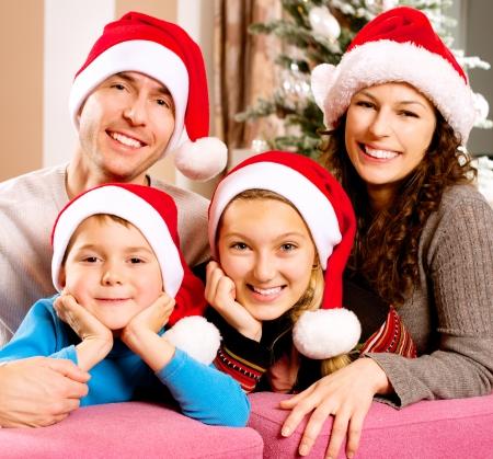 familie: Kerst Grote Gezin met kinderen in de buurt van The Christmas Tree Stockfoto