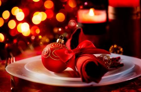 クリスマスおよび新年の休日テーブル設定のお祝い 写真素材