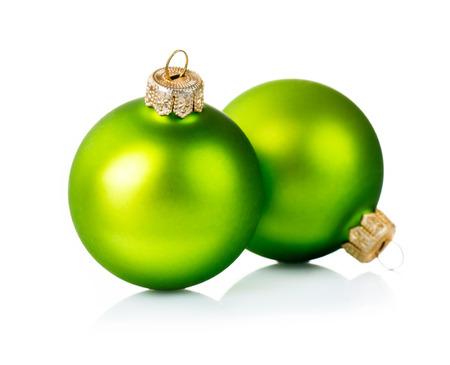 motivos navide�os: Adornos de Navidad verde aislado en el fondo blanco