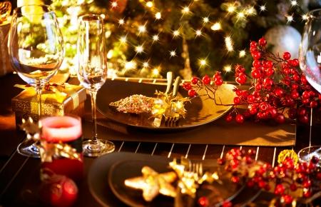 축하: 크리스마스와 새해 휴일 테이블 설정 축하 스톡 콘텐츠