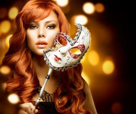 카니발 마스크와 아름 다운 여자 스톡 콘텐츠