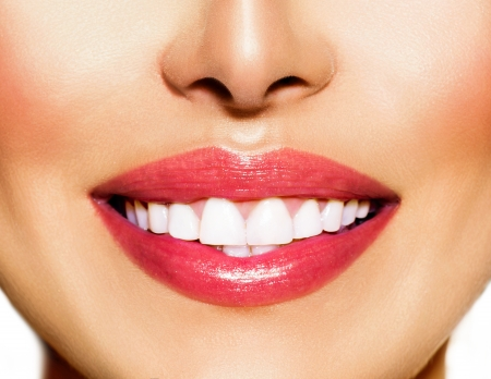 건강한 미소를 희게하는 치과 치료 개념