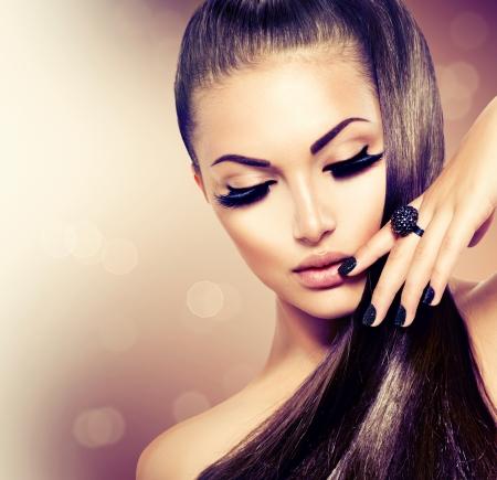 長い健康的な茶色の髪の美容ファッション モデルの女の子