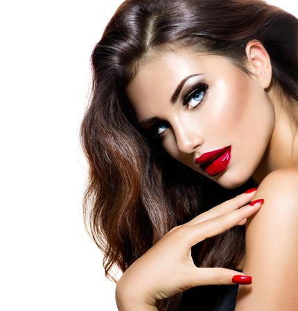 입술의: 빨간 입술과 손톱 도발적인 메이크업과 섹시한 아름다움 소녀 스톡 사진