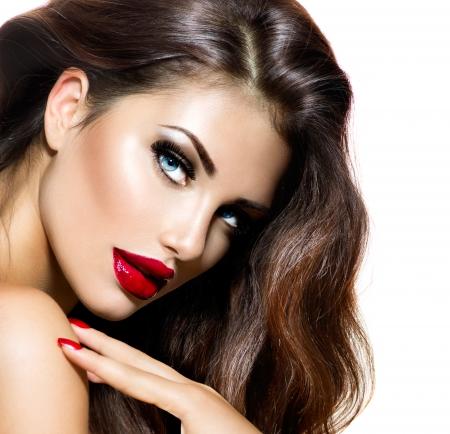 입술의: 빨간 입술과 손톱 도발적인 메이크업 뷰티 소녀 섹시 스톡 사진