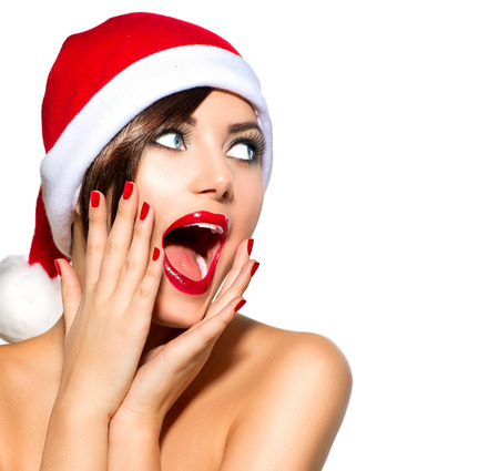 belleza: Mujer de la Navidad Belleza Modelo Chica en Santa sombrero sobre blanco