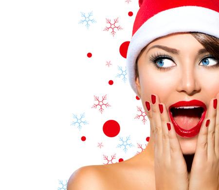 femme bouche ouverte: Femme de beaut� de No�l Mod�le Fille dans le chapeau de Santa Banque d'images