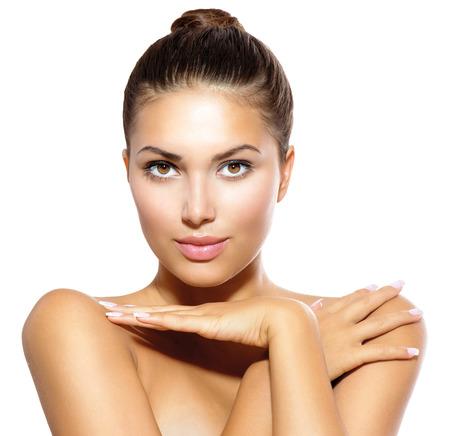 아름다움: 뷰티 모델 소녀 카메라 스킨 케어의 개념을 살펴보면