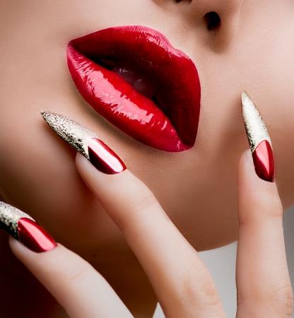 long nail: Moda Bellezza ragazza modello Manicure e Make-up Archivio Fotografico